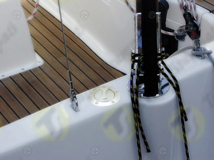 Bayonet fuel deck plug V7 S with flange on boat