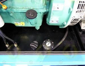 Tappo serbatoio 690 a baionetta in plastica e acciaio e indicatore di livello meccanico fisso per generatore