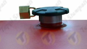 D.96 bayonet tank cap in plastic and steel with padlock for agricultural machine