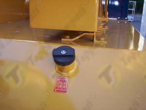 M60X2 female threaded tank cap with key for earth moving machines