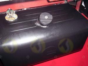 Tappo serbatoio filettato M60X2 femmina con chiave per serbatoio camion o macchina agricola